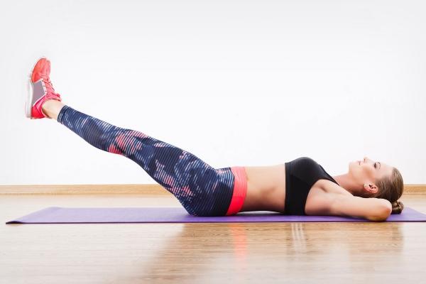 Подъем ног на спине