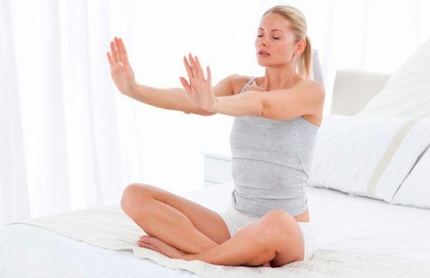 Упражнения за 6 минут сидя за компьютером помогут похудеть.