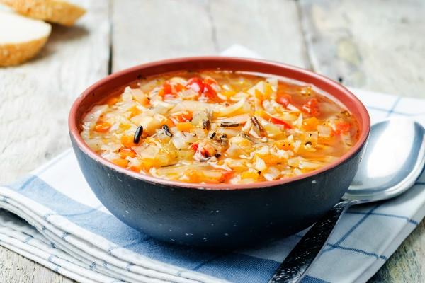 Суп из капусты, моркови, перца и риса