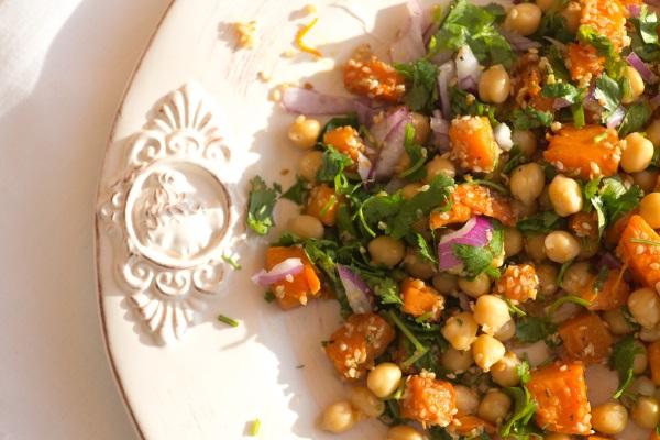 Салат с тыквой и нутом